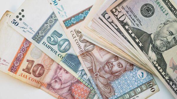 Сомони и доллары, архивное фото  - Sputnik Тоҷикистон