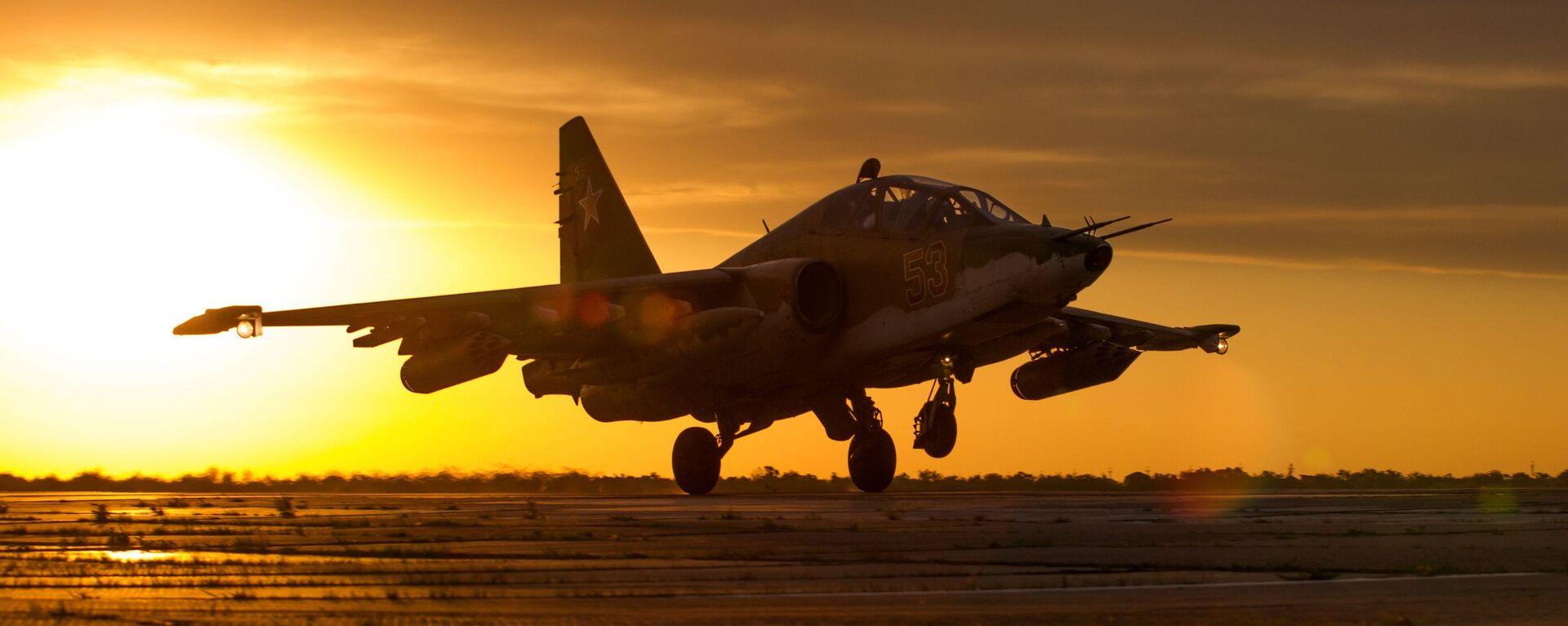 Летно-специальная подготовка экипажей штурмовиков Су-25СМ3 в Приморско-Ахтарске - Sputnik Таджикистан, 1920, 11.03.2021
