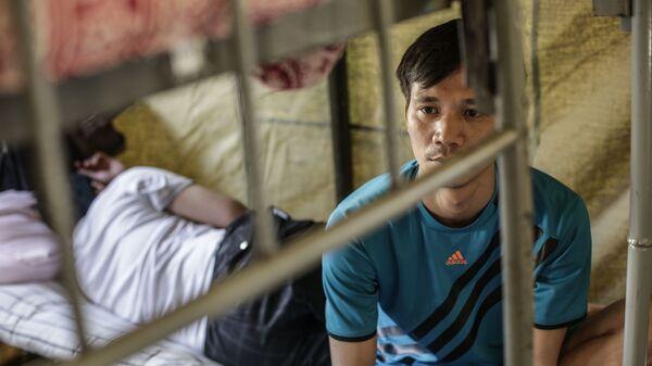 Палаточный лагерь для нелегальных мигрантов в Москве - Sputnik Таджикистан