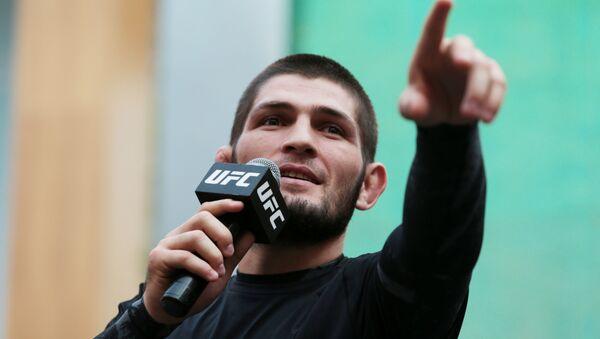 Взвешивание Дастина Пуарье и Хабиба Нурмагомедова перед UFC 242 - Sputnik Тоҷикистон