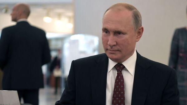Президент РФ В. Путин принял участие в голосовании на выборах депутатов Мосгордумы - Sputnik Таджикистан