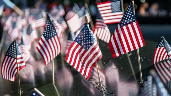 Флажки США на Национальном монументе - Sputnik Тоҷикистон