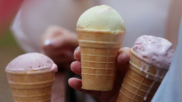 Мороженое в вафельном стаканчике - Sputnik Тоҷикистон