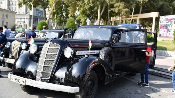 Фестиваль ретро-автомобилей в Душанбе - Sputnik Таджикистан