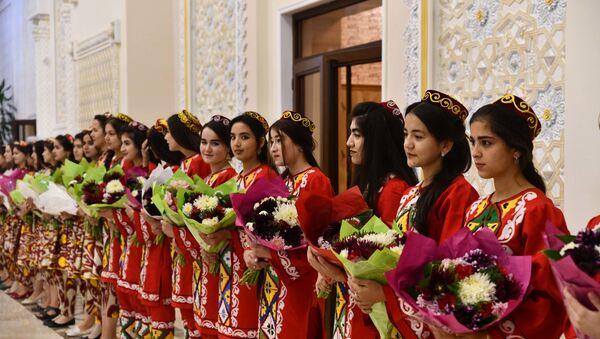 Встреча молодежной сборной Таджикистана в аэропорту - Sputnik Таджикистан