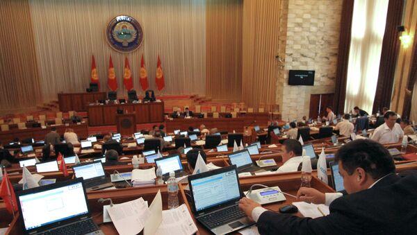 Парламент Кыргызстана денонсировал соглашение о ЦТП Манас - Sputnik Тоҷикистон