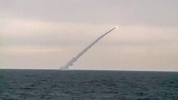 Пуск из подводного положения крылатой ракеты Калибр, архивное фото - Sputnik Таджикистан