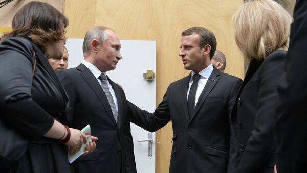 Президент РФ В. Путин прибыл в Париж на церемонию прощания с бывшим президентом Франции Ж. Шираком - Sputnik Таджикистан