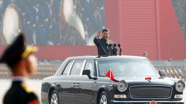 Президент Китая Си Цзиньпин на военном параде в честь 70-летия образования КНР в Пекине  - Sputnik Таджикистан