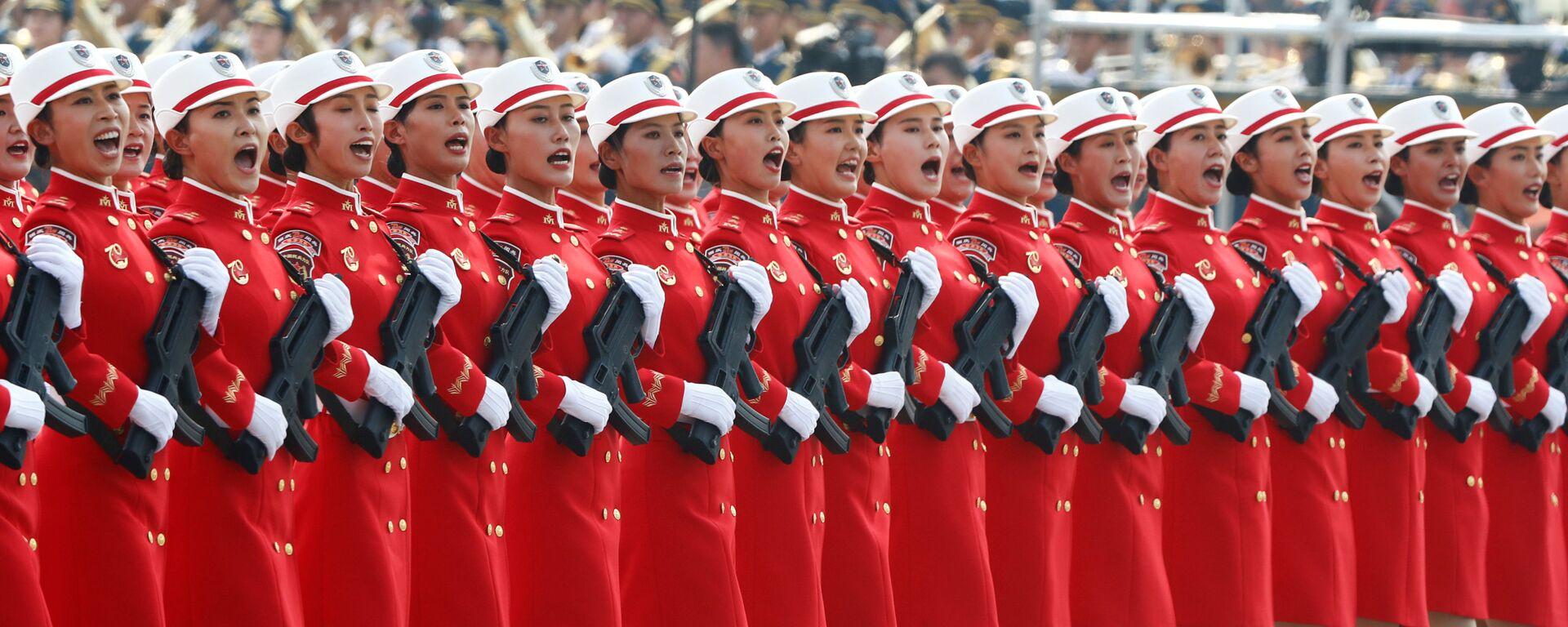 Солдаты армии Китая на военном параде в честь 70-летия образования КНР в Пекине - Sputnik Таджикистан, 1920, 19.04.2021