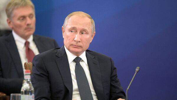 Президент РФ Владимир Путин принимает участие в заседании Высшего евразийского экономического совета (ВЕЭС) и глав делегаций приглашенных государств в Ереване - Sputnik Таджикистан