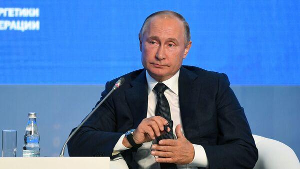 Президент РФ В. Путин принял участие в третьем Международном форуме Российская энергетическая неделя - Sputnik Таджикистан