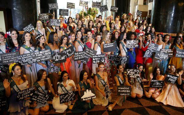 Кандидатки на звание Мисс Земля 2019 на экологической акции на Филиппинах - Sputnik Таджикистан