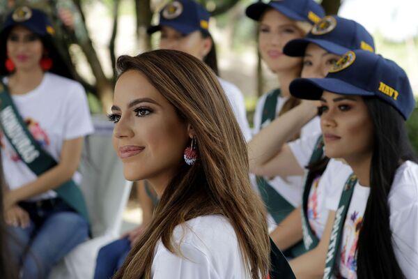 Кандидатка на звание Мисс Земля 2019 на экологической акции на Филиппинах - Sputnik Таджикистан