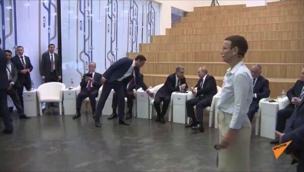 Смешной казус: Тигран Саркисян сел на место Пашиняна рядом с Путиным - Sputnik Тоҷикистон