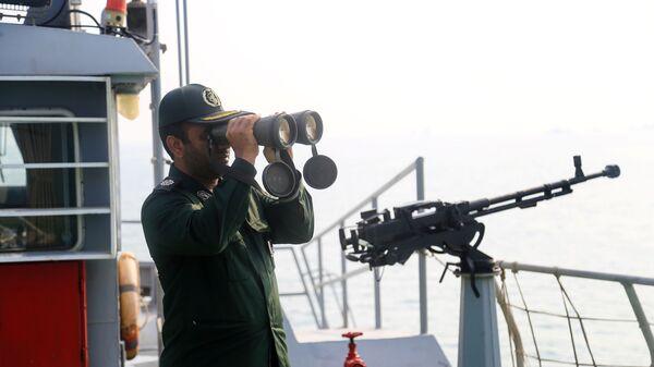 Иранский военнослужащий, архивное фото - Sputnik Тоҷикистон