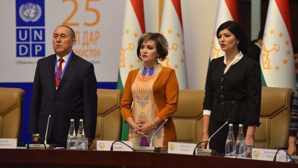 Заместитель Председателя Государственного комитета по инвестициям и управлению государственным имуществом Республики Таджикистан Нигина Анвари  - Sputnik Таджикистан