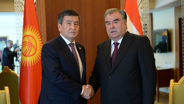 Президент Сооронбай Жээнбеков обсудил сПрезидентом Таджикистана Эмомали Рахмоном - Sputnik Таджикистан