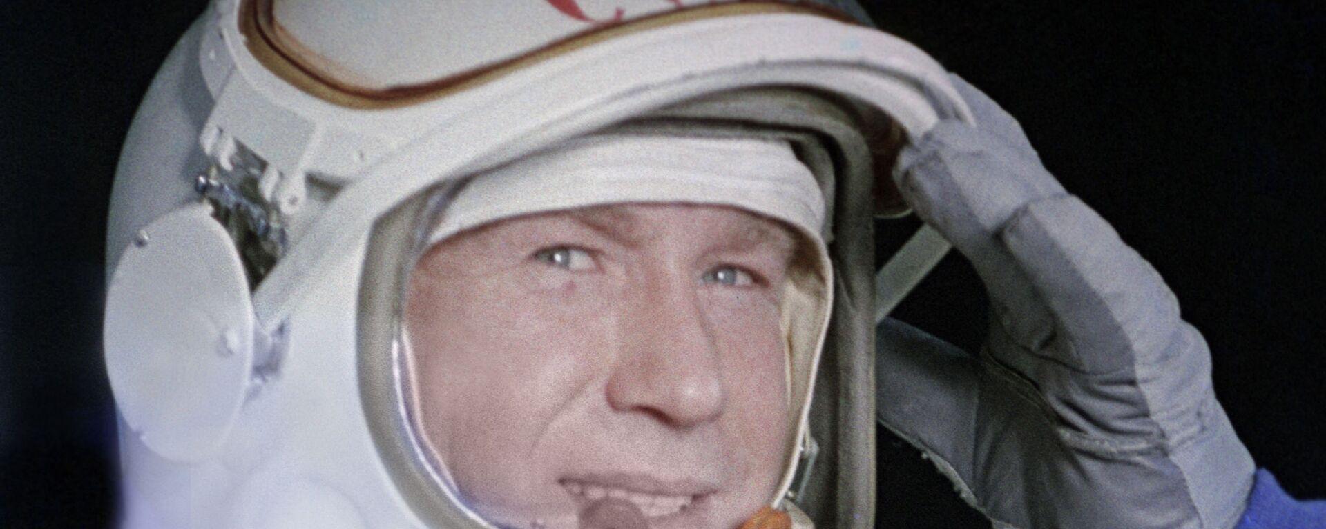 Космонавт Алексей Леонов в скафандре - Sputnik Таджикистан, 1920, 11.10.2019