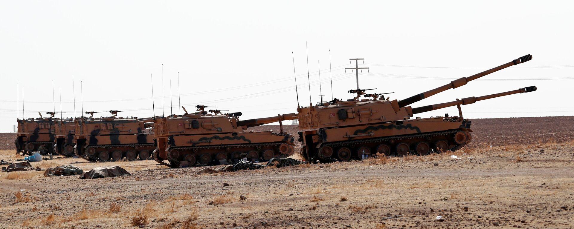 Военные турецкой армии находятся возле турецко-сирийской границы в провинции Шанлыурфа - Sputnik Таджикистан, 1920, 01.07.2021
