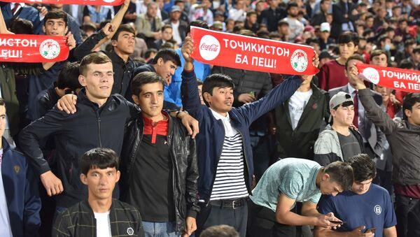 Болельщики на отборочном матче между сборными Таджикистана и Японии на чемпионат мира по футболу 2022 - Sputnik Таджикистан