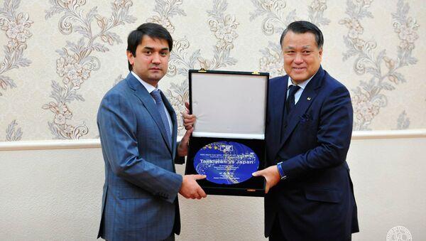Рустам Эмомали провел рабочую встречу с президентом Японской футбольной Ассоциации - Sputnik Тоҷикистон