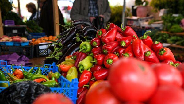 Продажа овощей и фруктов в Москве - Sputnik Таджикистан