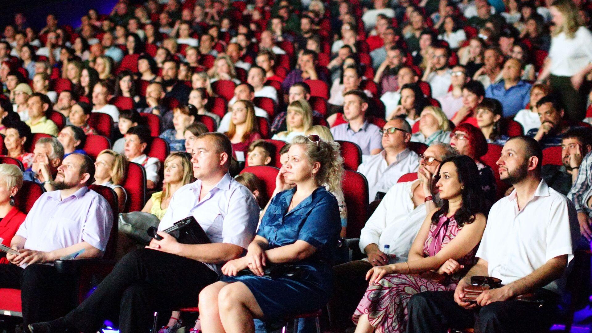 Зрители в кинотеатре, архивное фото - Sputnik Таджикистан, 1920, 21.08.2021