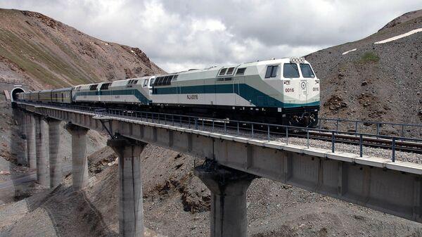 Цинхай-Тибетская железная дорога - Sputnik Таджикистан
