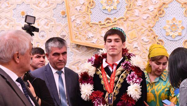 Встреча чемпиона мира Сомона Махмадбекова - Sputnik Тоҷикистон