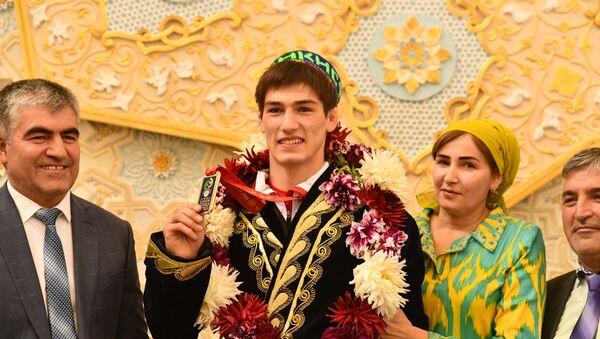 Встреча чемпиона мира Сомона Махмадбекова - Sputnik Таджикистан