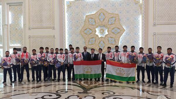 Сборную Таджикистана по футзалу встретили в Душанбе - Sputnik Таджикистан