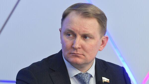 Первый заместитель председателя комитета Государственной думы по обороне Александр Шерин - Sputnik Таджикистан