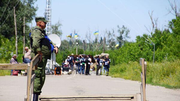 У КПВВ Станица Луганская состоялся первый этап отвода украинских подразделений - Sputnik Таджикистан