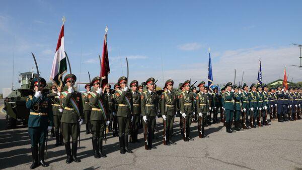 Таджикские военные, архивное фото - Sputnik Таджикистан