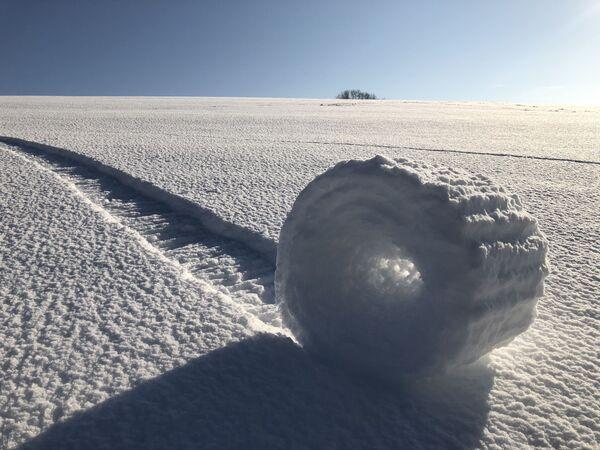 Снимок Snow Rollers in Wiltshire фотографа Брайана Бэйлис конкурса Weather Photographer of the Year 2019 - Sputnik Таджикистан
