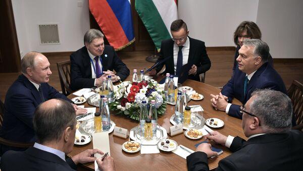 Президент РФ Владимир Путин и премьер-министр Венгрии Виктор Орбан - Sputnik Таджикистан