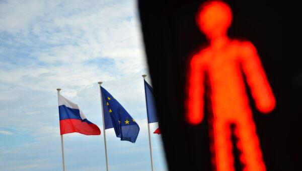 Флаги России, ЕС и Франции на набережной Ниццы - Sputnik Таджикистан