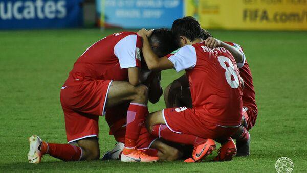 Юношеская сборная Таджикистана (U-17) в равной борьбе уступила сборной Аргентине - Sputnik Тоҷикистон