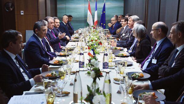 Президент Республики Таджикистан Эмомали Рахмон прибыл с официальным визитом во Францию - Sputnik Таджикистан