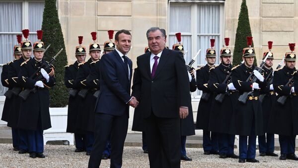 Президент Франции Эммануэль Макрон и президент Таджикистана Эмомали Рахмон  - Sputnik Таджикистан