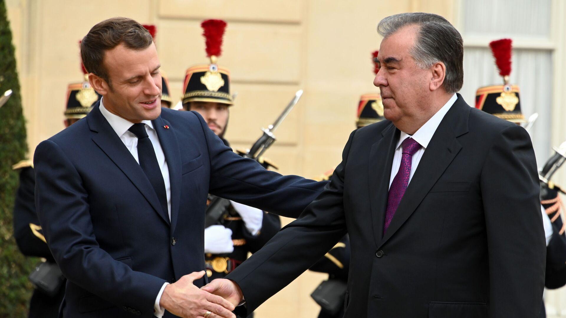 Президент Франции Эммануэль Макрон и президент Таджикистана Эмомали Рахмон  - Sputnik Таджикистан, 1920, 26.08.2021