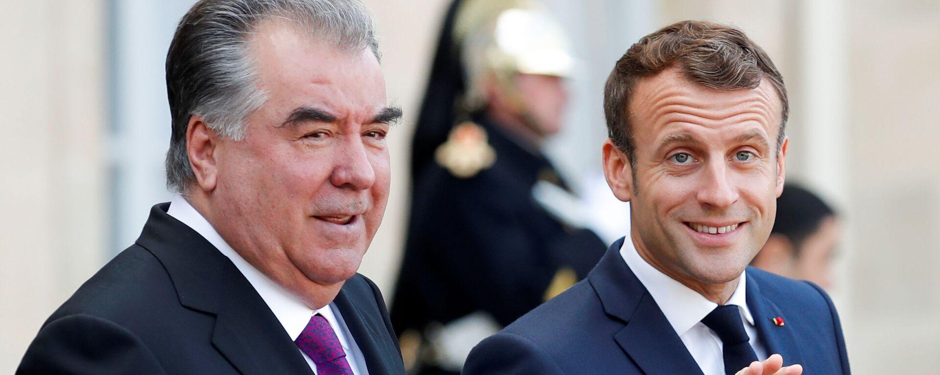 Президент Франции Эммануэль Макрон и президент Таджикистана Эмомали Рахмон - Sputnik Тоҷикистон, 1920, 11.10.2021