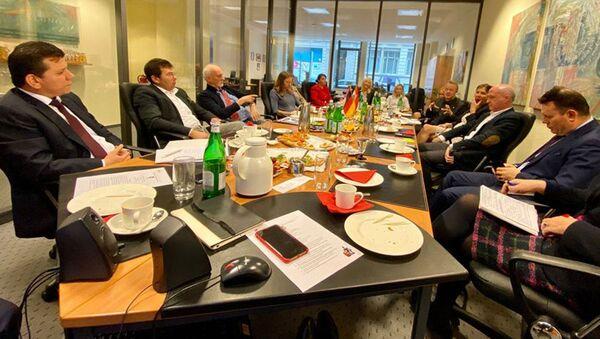 Обсуждение вопросов взаимовыгодного сотрудничества с представителями деловых кругов Германии - Sputnik Тоҷикистон
