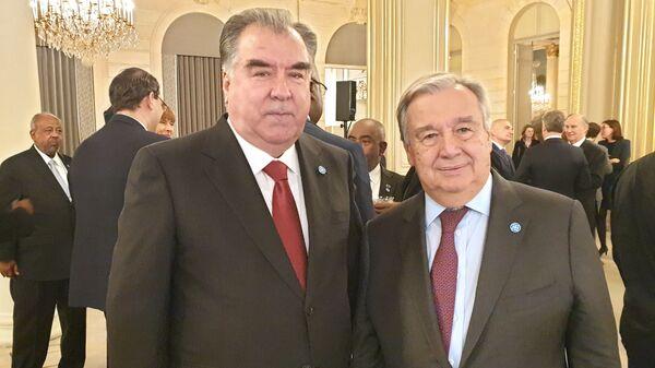 Президент Республики Таджикистан Эмомали Рахмон и генеральный секретарь ООН Антониу Гутерриш - Sputnik Тоҷикистон