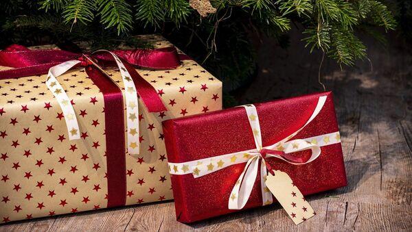 Новогодние подарки - Sputnik Тоҷикистон
