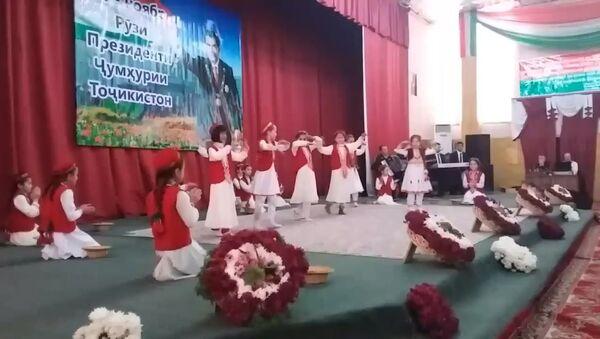 Памирский танец в честь Дня Президента. ГБАО город Харог - Sputnik Тоҷикистон