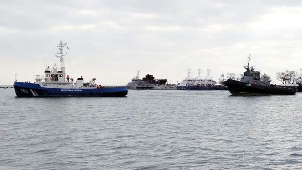 Задержанные корабли ВМСУ буксируют из Керчи - Sputnik Тоҷикистон