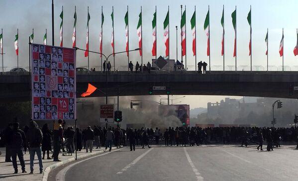 Протесты охватили как минимум сорок городов - Sputnik Таджикистан