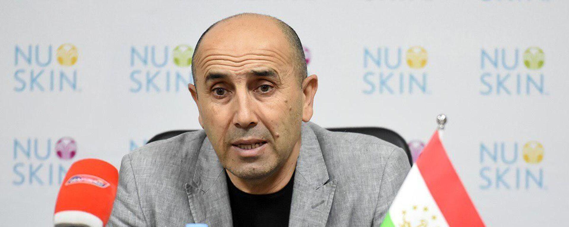 Тренер сборной Таджикистана по футболу Усмон Тошев - Sputnik Таджикистан, 1920, 12.05.2021